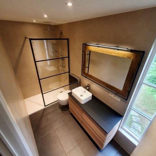 Badkamer schilderwerken met totaal renovatie
